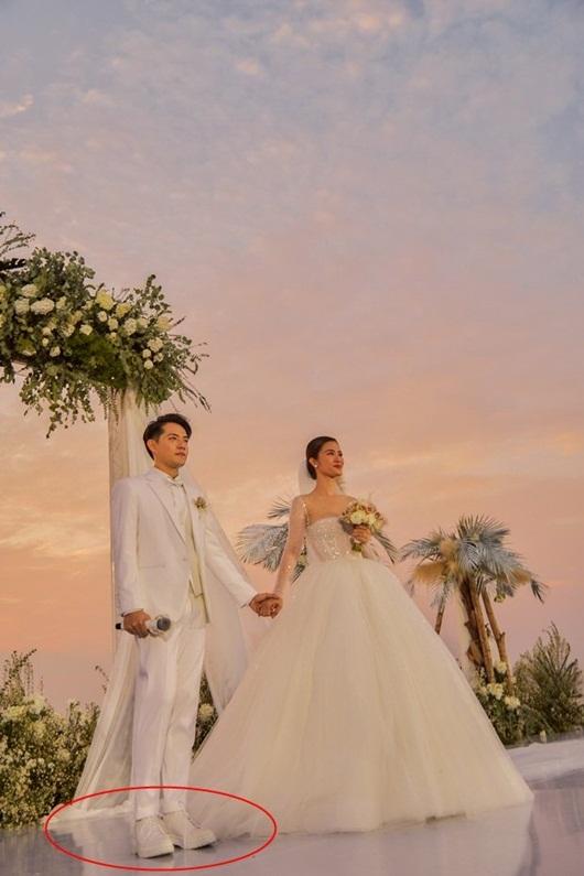 """Fan """"soi"""" được Ông Cao Thắng đi giày độn đế trong đám cưới với Đông Nhi - Ảnh 2"""
