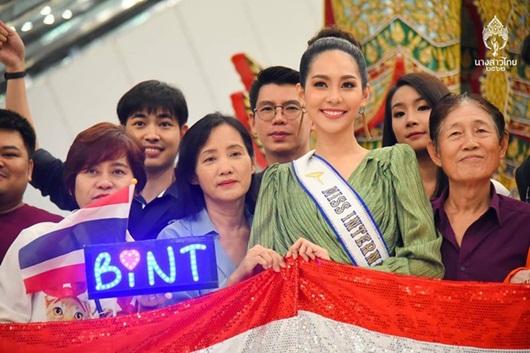 Nhan sắc ngọt ngào và đường cong mê người của tân Hoa hậu Quốc tế người Thái Lan - Ảnh 7
