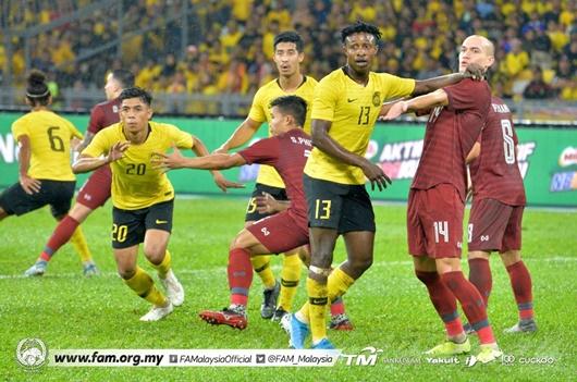 Malaysia ngược dòng thắng Thái Lan, giúp Việt Nam giành được lợi thế - Ảnh 1