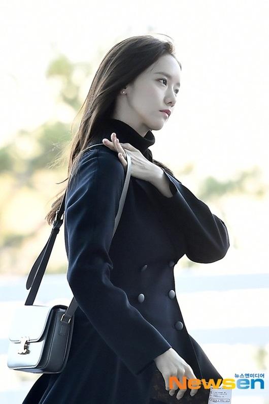 Sao Hàn mặc đồ đen, mặt buồn khi ra sân bay sang Việt Nam dự AAA 2019 - Ảnh 2