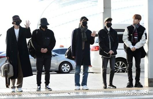 Sao Hàn mặc đồ đen, mặt buồn khi ra sân bay sang Việt Nam dự AAA 2019 - Ảnh 7