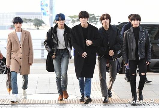 Sao Hàn mặc đồ đen, mặt buồn khi ra sân bay sang Việt Nam dự AAA 2019 - Ảnh 11