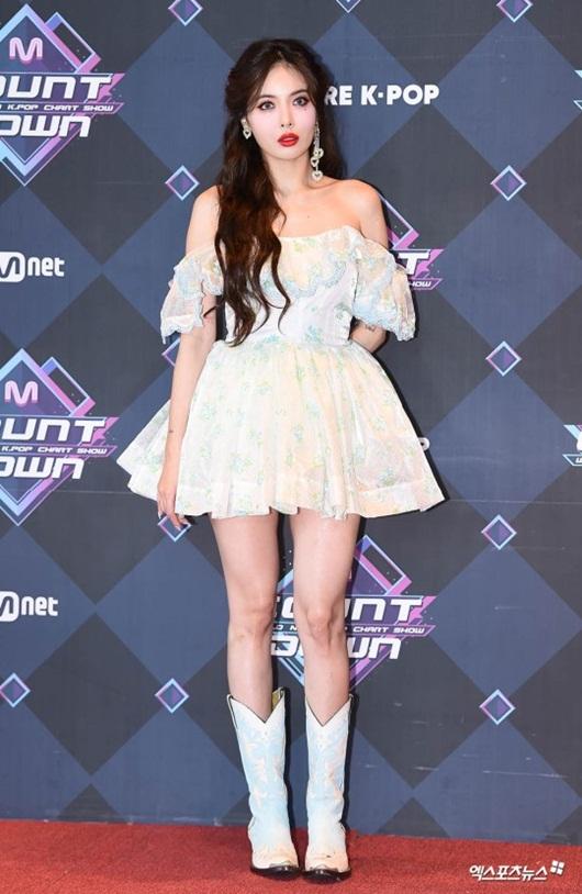 HyunA diện váy ngắn, trễ vai khoe vẻ gợi cảm khó cưỡng trên thảm đỏ - Ảnh 3