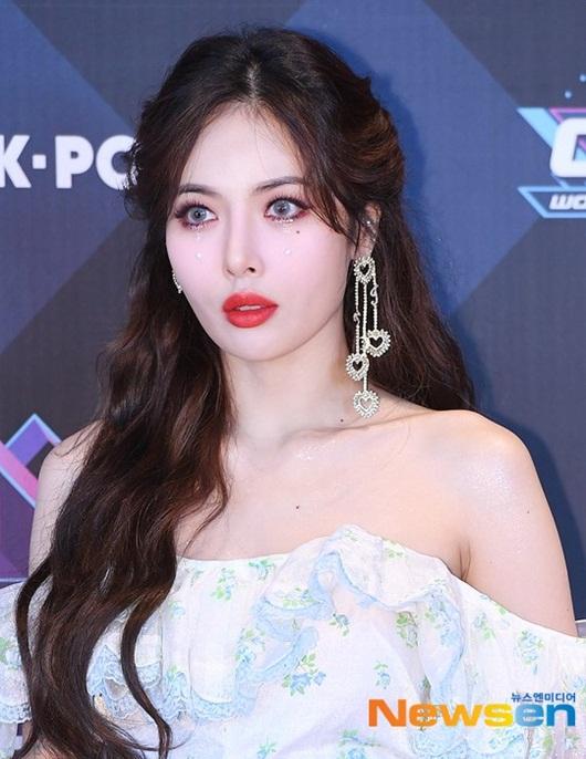 HyunA diện váy ngắn, trễ vai khoe vẻ gợi cảm khó cưỡng trên thảm đỏ - Ảnh 6