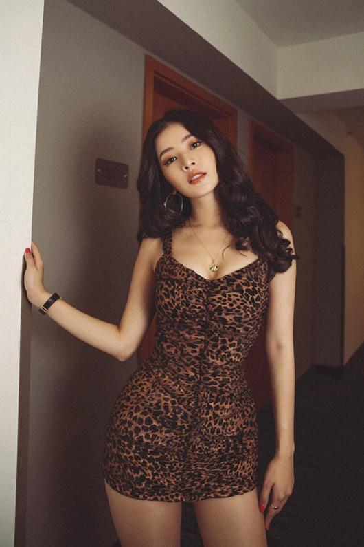 Chi Pu chăm chỉ diện trang phục gợi cảm khoe body cực phẩm hút mắt - Ảnh 5