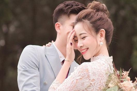 Phan Văn Đức thông báo sắp làm đám cưới với bạn gái xinh đẹp - Ảnh 1
