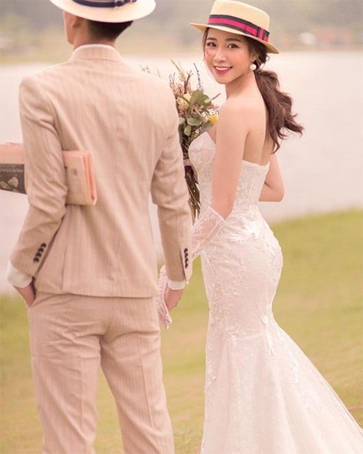 Phan Văn Đức thông báo sắp làm đám cưới với bạn gái xinh đẹp - Ảnh 2