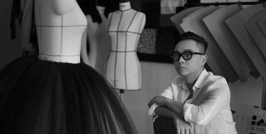 Những dấu mốc ấn tượng làm nên tên tuổi trong ngành thời trang của NTK Nguyễn Công Trí - Ảnh 1