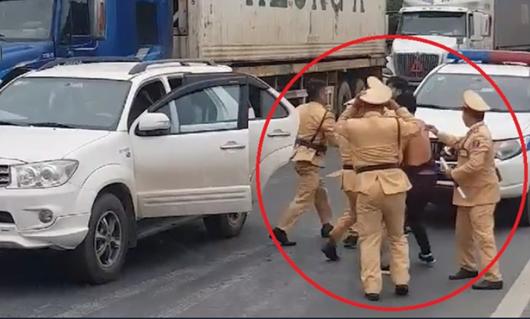 Lạng Sơn: CSGT truy đuổi xe vận chuyển động vật hoang dã như phim hành động - Ảnh 1