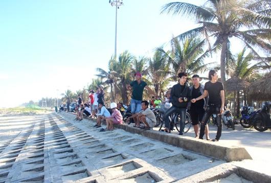 Du khách nước ngoài bị sóng cuốn mất tích ở biển Quảng Nam - Ảnh 1