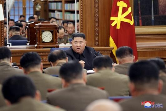 Ông Kim Jong-un chủ trì hội nghị quân sự quan trọng giữa lúc căng thẳng với Mỹ leo thang - Ảnh 1