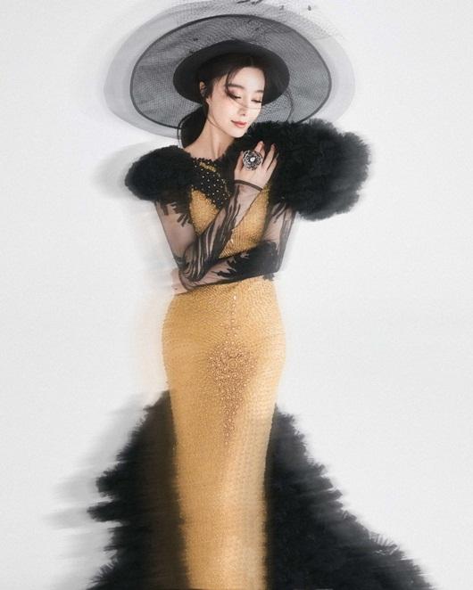 """Phạm Băng Băng """"gây sốt"""" xứ Trung vì quá đỗi xinh đẹp trên bìa tạp chí Việt - Ảnh 5"""
