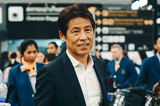 HLV Nishino mạnh miệng tuyên bố muốn các đội bóng Đông Nam Á đứng sau Thái Lan - Ảnh 1