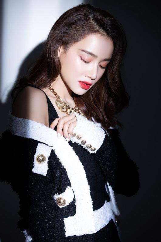 """Nhã Phương khép lại năm 2019 bằng bộ ảnh đẹp lung linh, khoe nhan sắc """"mòn con mắt"""" - Ảnh 4"""