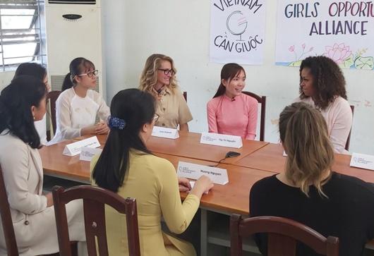 Bà Michelle Obama gặp nữ sinh Việt: Tôi đến đây để lắng nghe các em - Ảnh 2