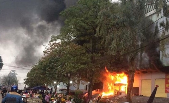 Chợ lớn nhất Thái Nguyên cháy ngùn ngụt ngày 27 Tết, tiểu thương thiệt hại nửa tỷ đồng - Ảnh 1