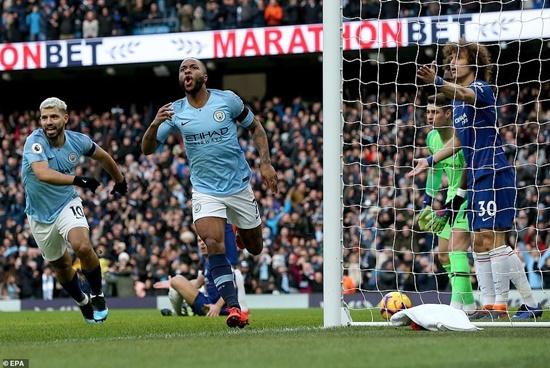 """""""Hủy diệt"""" Chelsea 6-0, Man City chiếm ngôi đầu bảng - Ảnh 1"""
