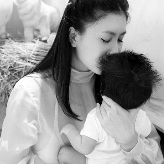 """Điểm danh 10 gia đình sao Việt """"tăng nhân khẩu"""" trong năm 2018 - Ảnh 9"""
