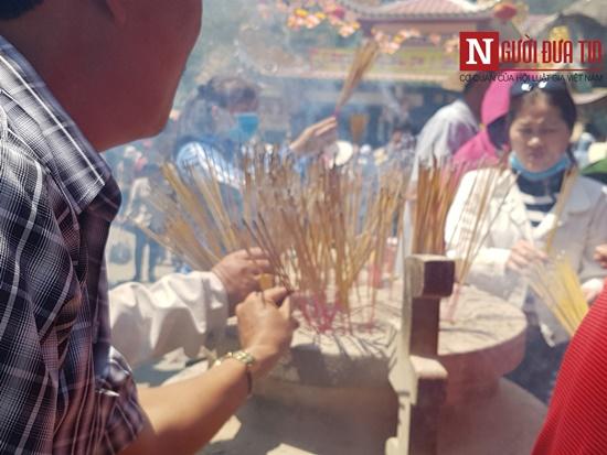 Dòng người đông đúc đổ về viếng lễ chùa Bà Đen ở Tây Ninh - Ảnh 4