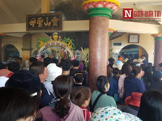 Dòng người đông đúc đổ về viếng lễ chùa Bà Đen ở Tây Ninh - Ảnh 6