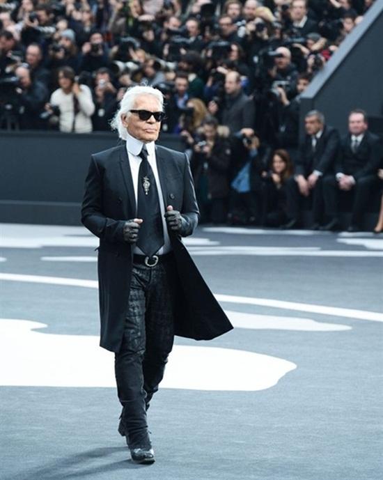 """Karl Lagerfeld: """"Ông già tóc bạc"""" của Chanel một tay vực dậy cả đế chế suy tàn - Ảnh 1"""