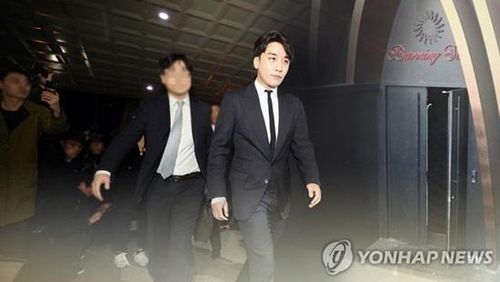 Cảnh sát xác nhận Seungri phát tán clip nhạy cảm, cổ phiếu YG rớt giá thảm hại - Ảnh 1