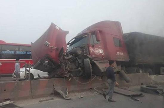 Tin tai nạn giao thông mới nhất ngày 13/3/2019: Tài xế xe tải bị xe khách đâm tử vong - Ảnh 4