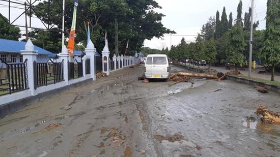 Indonesia: Lũ quét khiến ít nhất 42 người thiệt mạng, nhiều nhà cửa bị phá hủy - Ảnh 1