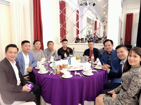 Dàn nghệ sĩ tụ họp tưng bừng trong đám cưới NSND Trung Hiếu và vợ kém 19 tuổi - Ảnh 4