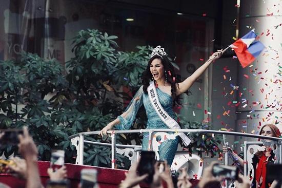 Hoa hậu Catriona Gray chia sẻ câu chuyện đằng sau chiếc vương miện 6 tỷ bị gãy - Ảnh 1