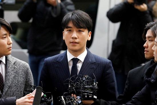 Seungri thừa nhận phát tán clip nóng, dư luận phẫn nộ vì lời nói dối trắng trợn trước đó - Ảnh 1