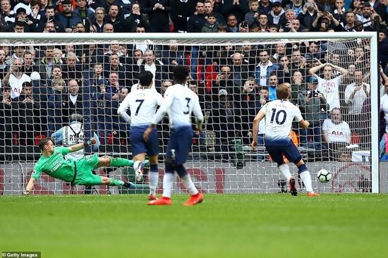 """Kết quả Ngoại hạng Anh ngày 3/3: MU vào top 4, Arsenal """"đánh rơi"""" chiến thắng - Ảnh 1"""