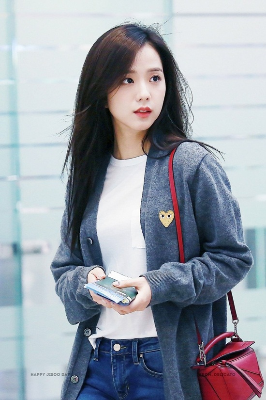 Thời trang sân bay đơn giản nhưng đầy cuốn hút của Jisoo - Black Pink - Ảnh 8