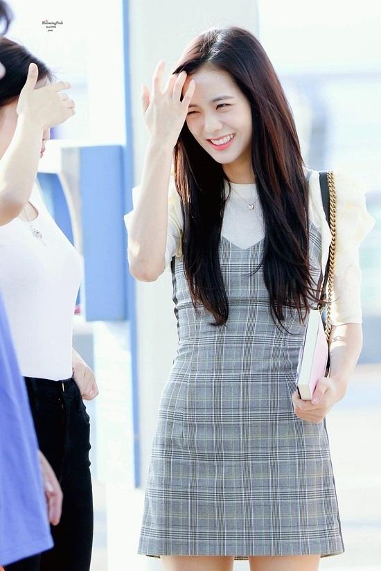 Thời trang sân bay đơn giản nhưng đầy cuốn hút của Jisoo - Black Pink - Ảnh 13