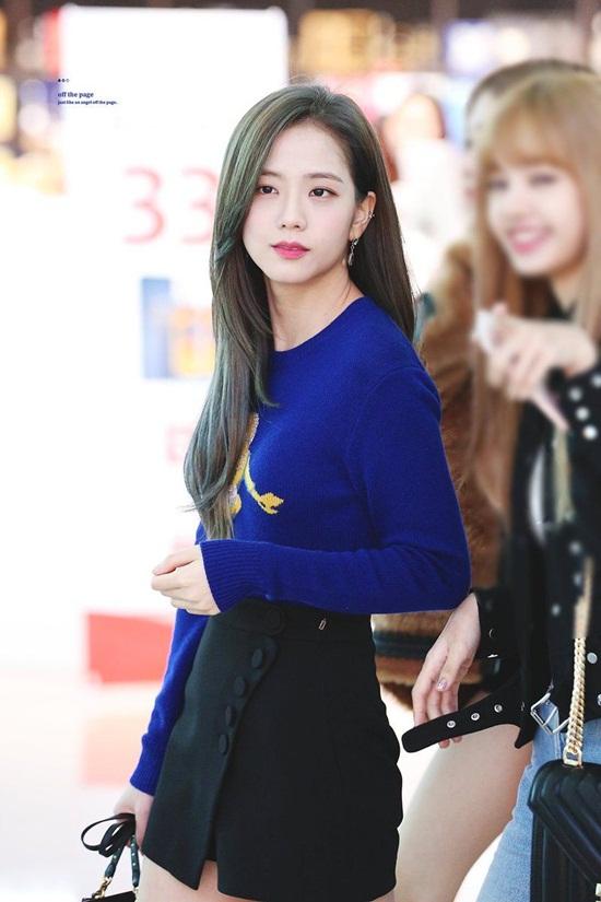 Thời trang sân bay đơn giản nhưng đầy cuốn hút của Jisoo - Black Pink - Ảnh 7