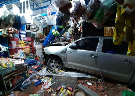 Tài xế Trung Quốc lái xe bán tải gây tai nạn ở Bình Dương, 3 nạn nhân nhập viện - Ảnh 2