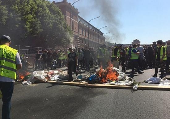 """Biểu tình """"áo vàng"""" ở Pháp tái diễn bạo lực trên đường phố Paris - Ảnh 1"""