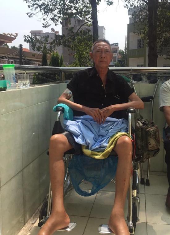 Bệnh tình nghệ sĩ Lê Bình trở nặng, bị liệt nửa người, phải nhập viện điều trị - Ảnh 1