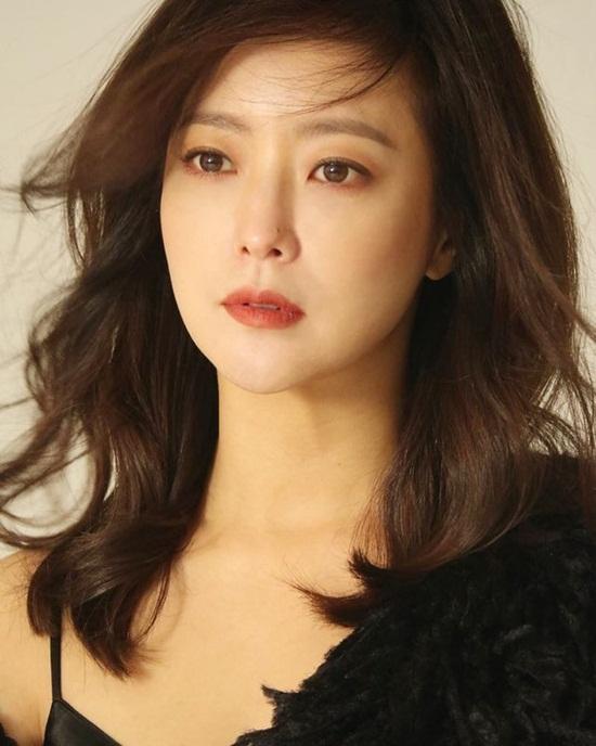"""Vẻ đẹp đỉnh cao ở tuổi 42 khiến Kim Hee Sun được ca ngợi là """"quốc bảo nhan sắc"""" - Ảnh 10"""