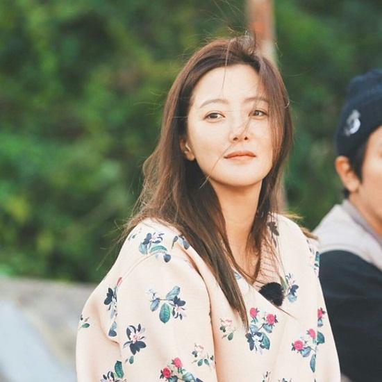 """Vẻ đẹp đỉnh cao ở tuổi 42 khiến Kim Hee Sun được ca ngợi là """"quốc bảo nhan sắc"""" - Ảnh 11"""