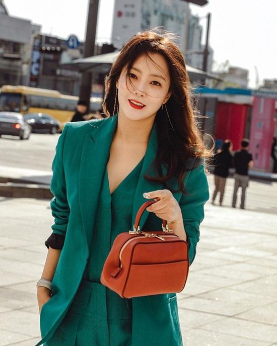 """Vẻ đẹp đỉnh cao ở tuổi 42 khiến Kim Hee Sun được ca ngợi là """"quốc bảo nhan sắc"""" - Ảnh 1"""