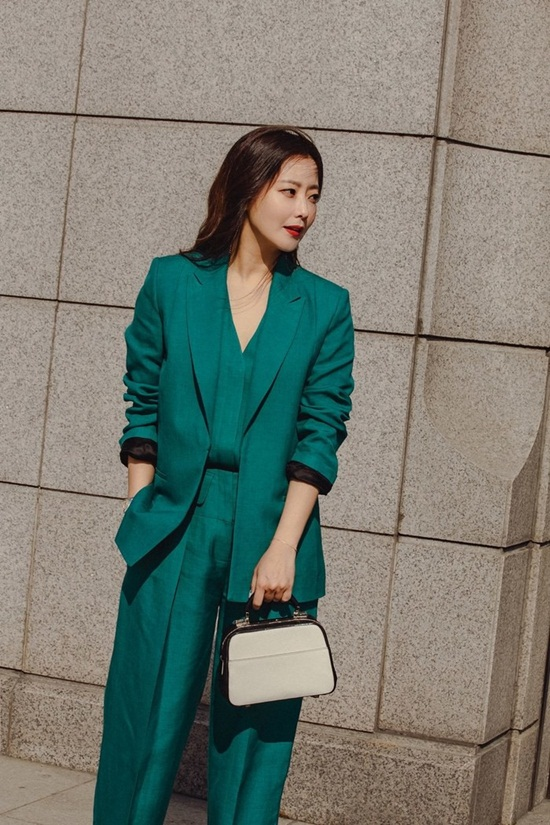 """Vẻ đẹp đỉnh cao ở tuổi 42 khiến Kim Hee Sun được ca ngợi là """"quốc bảo nhan sắc"""" - Ảnh 3"""