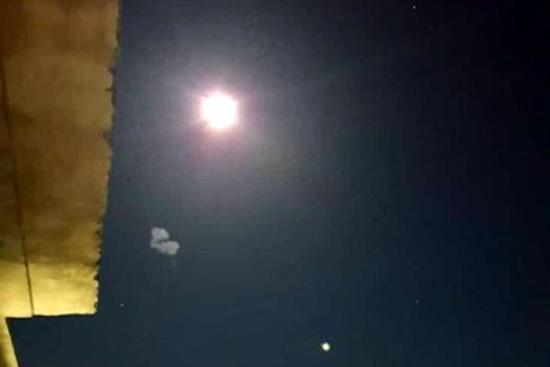 """Nhiều """"vật thể bay phát sáng"""" từ Israel bị không quân Syria đánh chặn - Ảnh 1"""