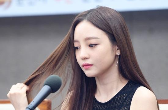 """Tin tức giải trí mới nhất ngày 27/5/2019: """"Búp bê"""" xứ Hàn tự tử tại nhà riêng - Ảnh 1"""