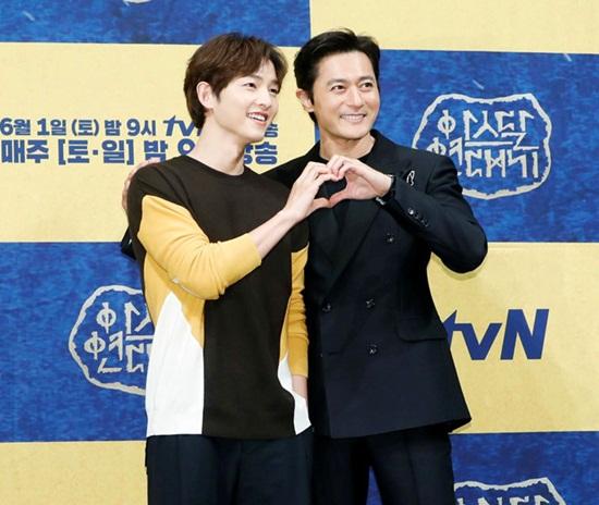 Song Joong Ki khéo léo phủ nhận tin đồn ly hôn Song Hye Kyo - Ảnh 1
