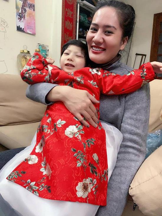 """Diễn viên """"Về nhà đi con"""": Cuộc đời truân chuyên của người mẹ đơn thân nuôi con bị bệnh - Ảnh 2"""