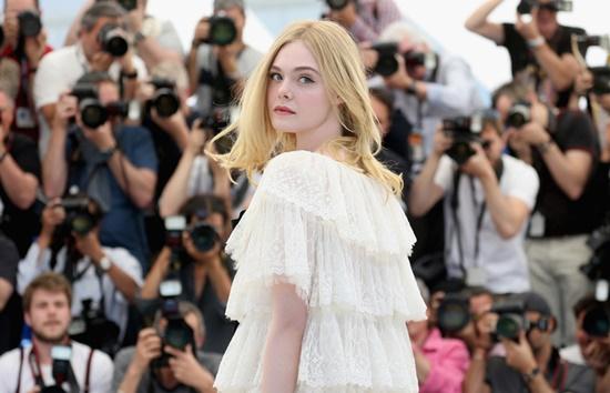 Nhan sắc nóng bỏng, đẹp như thiên thần của nữ giám khảo 21 tuổi tại LHP Cannes 2019 - Ảnh 1