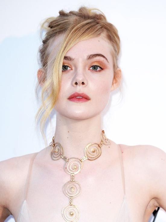 Nhan sắc nóng bỏng, đẹp như thiên thần của nữ giám khảo 21 tuổi tại LHP Cannes 2019 - Ảnh 4