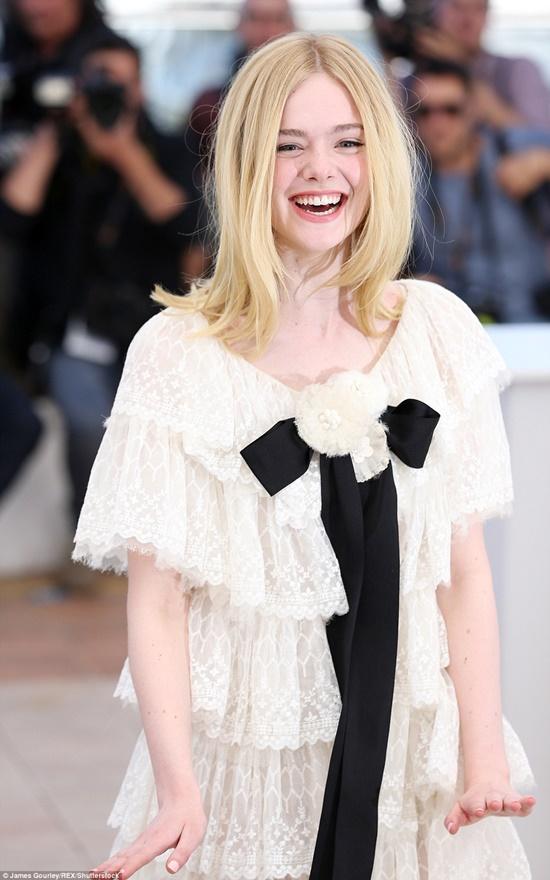 Nhan sắc nóng bỏng, đẹp như thiên thần của nữ giám khảo 21 tuổi tại LHP Cannes 2019 - Ảnh 2