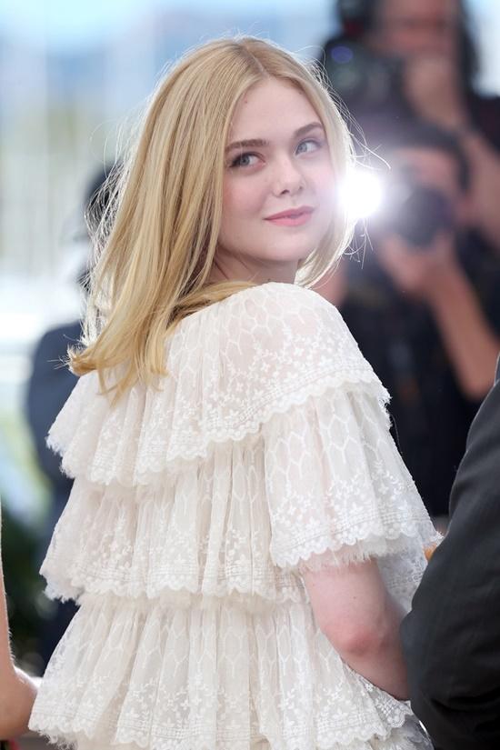 Nhan sắc nóng bỏng, đẹp như thiên thần của nữ giám khảo 21 tuổi tại LHP Cannes 2019 - Ảnh 3